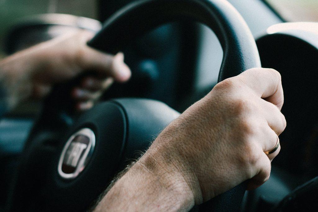 volant d'une voiture fiat