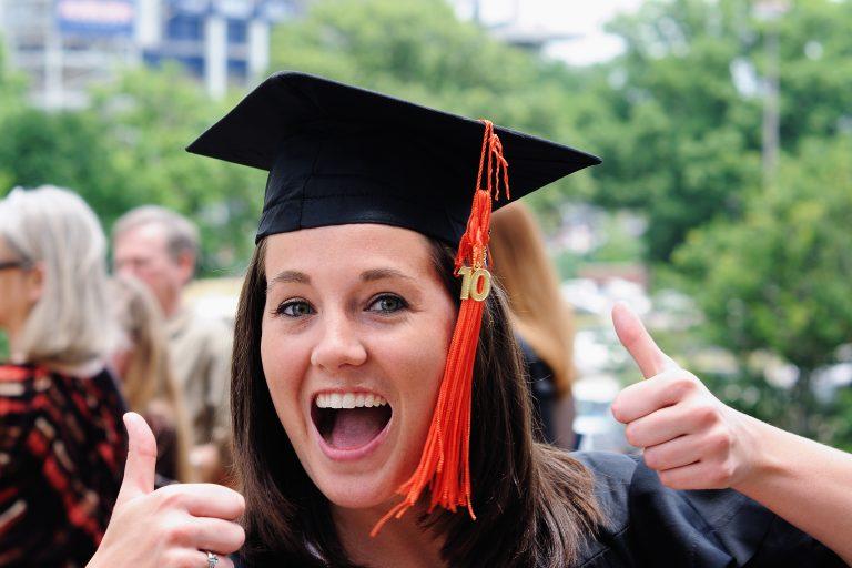 À quoi faire attention en achetant une tenue de diplômé ?